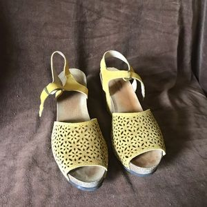 Spring step yellow suede sandal size 41 US 91/2-10